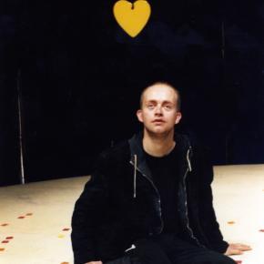 Der Hund mit dem gelben Herzen